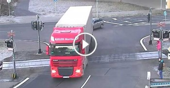 Truck Driver Makesing a Big Mistake - VERY AMAZING